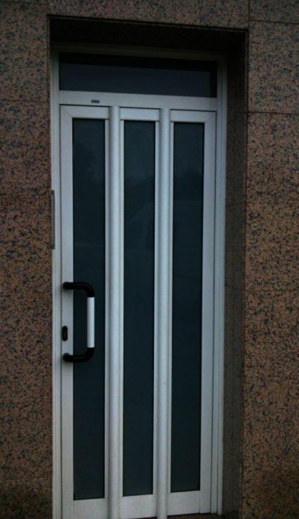 Puertas metalicas exteriores gallery of puerta en acero - Puerta metalicas exterior ...