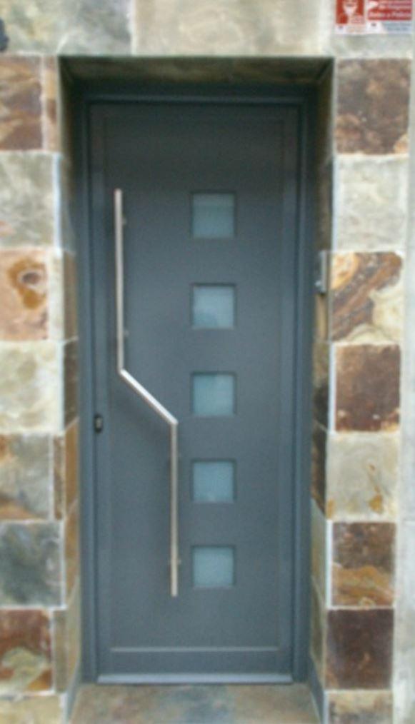 Puertas adar aluminis for Puertas metalicas entrada principal