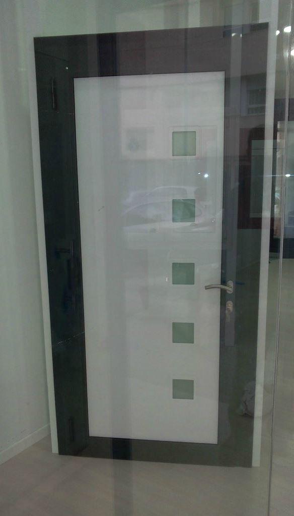 Puertas metalicas exteriores simple metlica fresada for Imagenes de puertas metalicas
