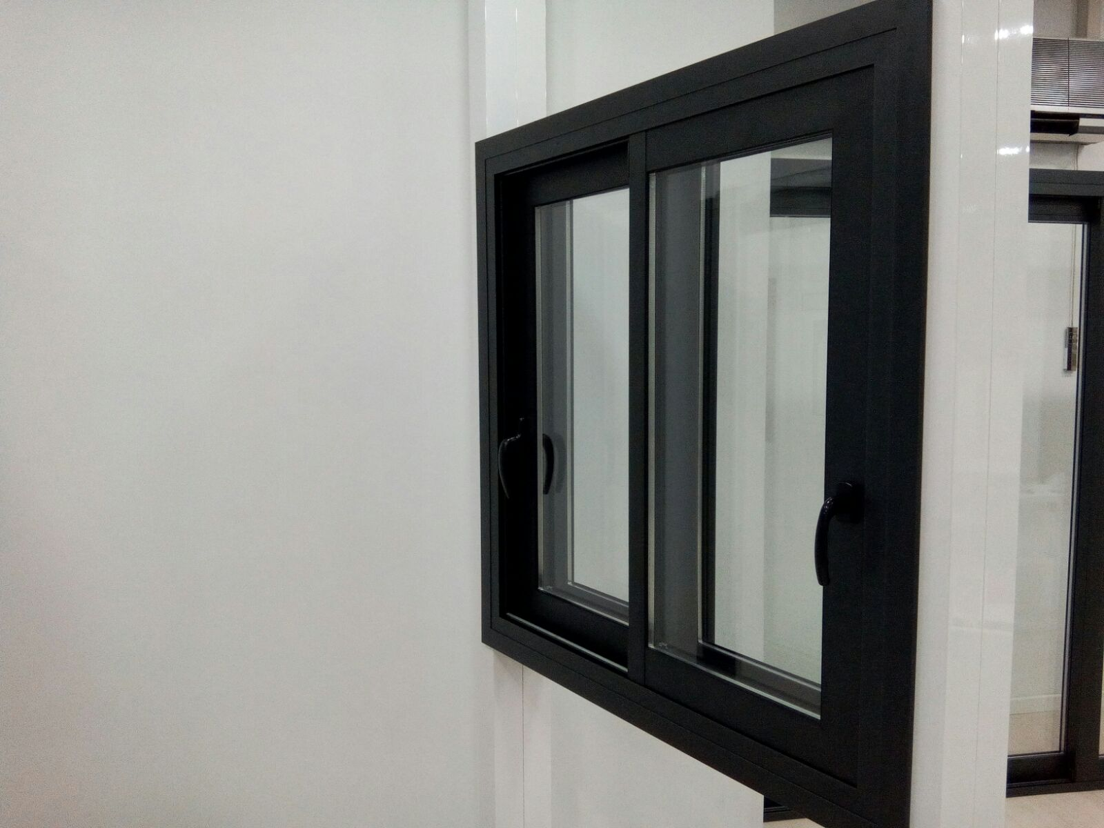 Ventana de aluminio con persiana latest ventana de for Persiana de aluminio